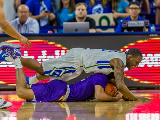 Zach Johnson his FGCU teammates can all but pin Lipscomb