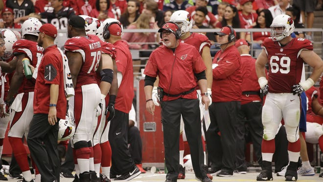 Arizona Cardinals' Bruce Arians talks at the offensive line against the Tampa Bay Buccaneers  on Sep. 18, 2016 in Glendale, AZ.