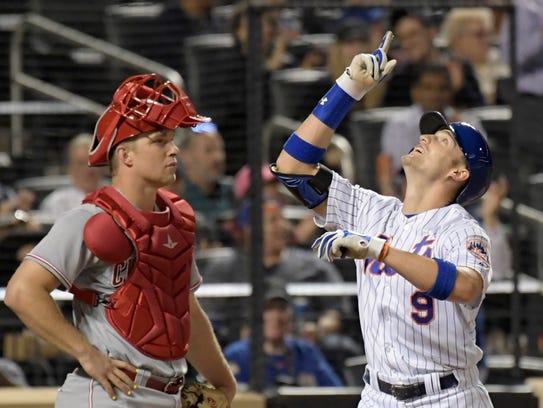 New York Mets' Brandon Nimmo, right, gestures as he