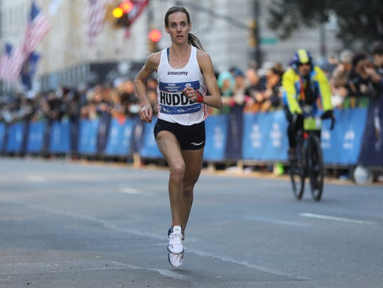Molly Huddle runs to a third-place finish at the 2016