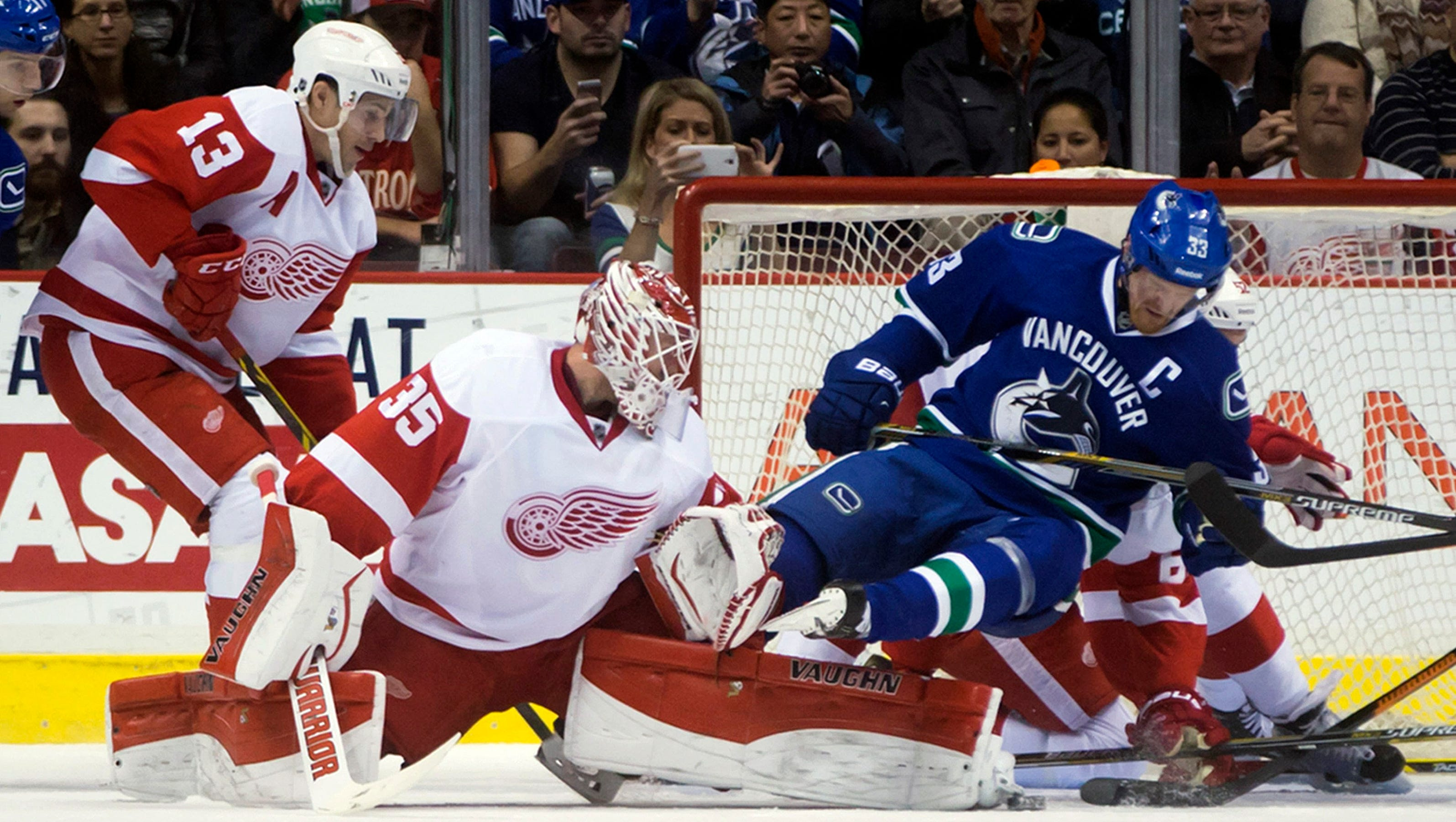 Detroit Red Wings start west coast trip with loss to Vancouver Canucks