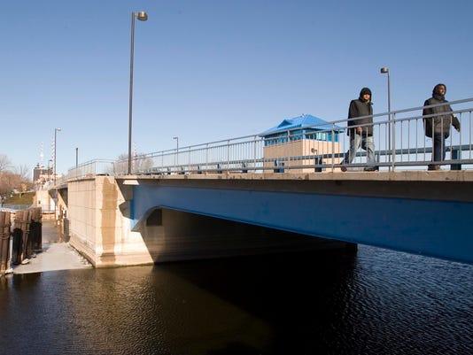 she n Eighth Street bridge03.jpg