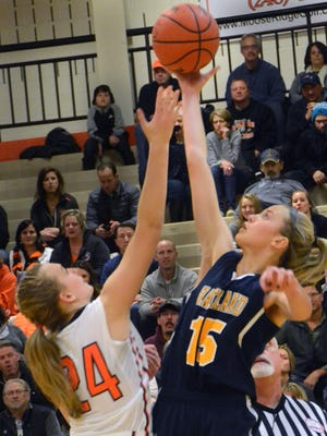 Brighton's Sophie Dziekan (left) and Hartland's Whitney Sollom will battle in the middle when the basketball teams meet Tuesday at Hartland.