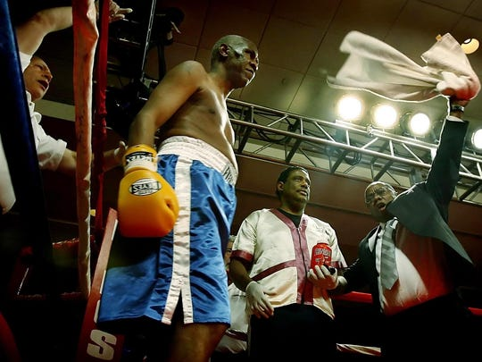 November 30, 2006 - Memphis Mayor Willie Herenton, 66, middle, and his corner get pumped up before their benefit boxing match agasint Joe Frazier, 62,(not pictured) at the Peabody Hotel.