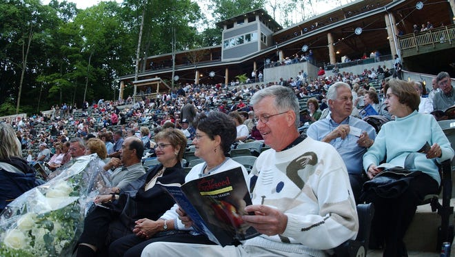 A capacity crowd of about 1,600 packed the opening night of the Johnny Appleseed inaugural season in June 2004. The outdoor drama lasted only two seasons, doomed by low attendance.