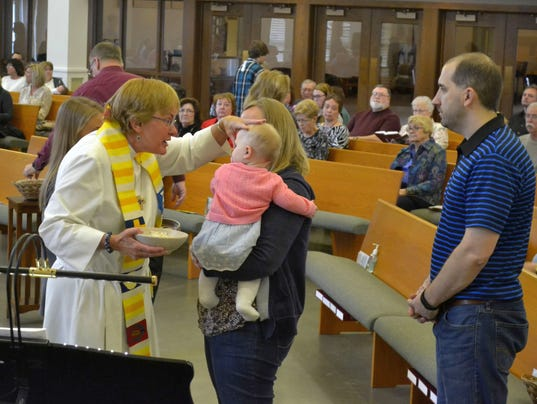 635979863213039056-Lori-Swenson-church-service.jpg