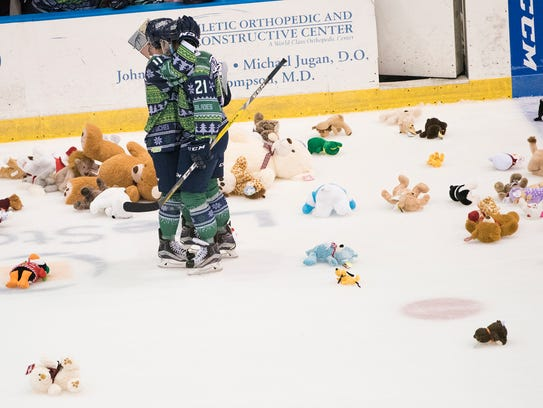 Brendan O'Donnell (21) of the Florida Everblades celebrates
