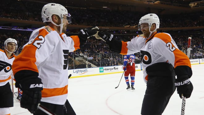 Claude Giroux, right,  Mark Streit and the Flyers are looking to stay in the win column after snapping a losing streak.