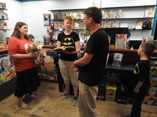 Comics Shop-Wedding (2)