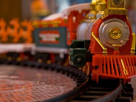 636130305779771935-train-model.jpg