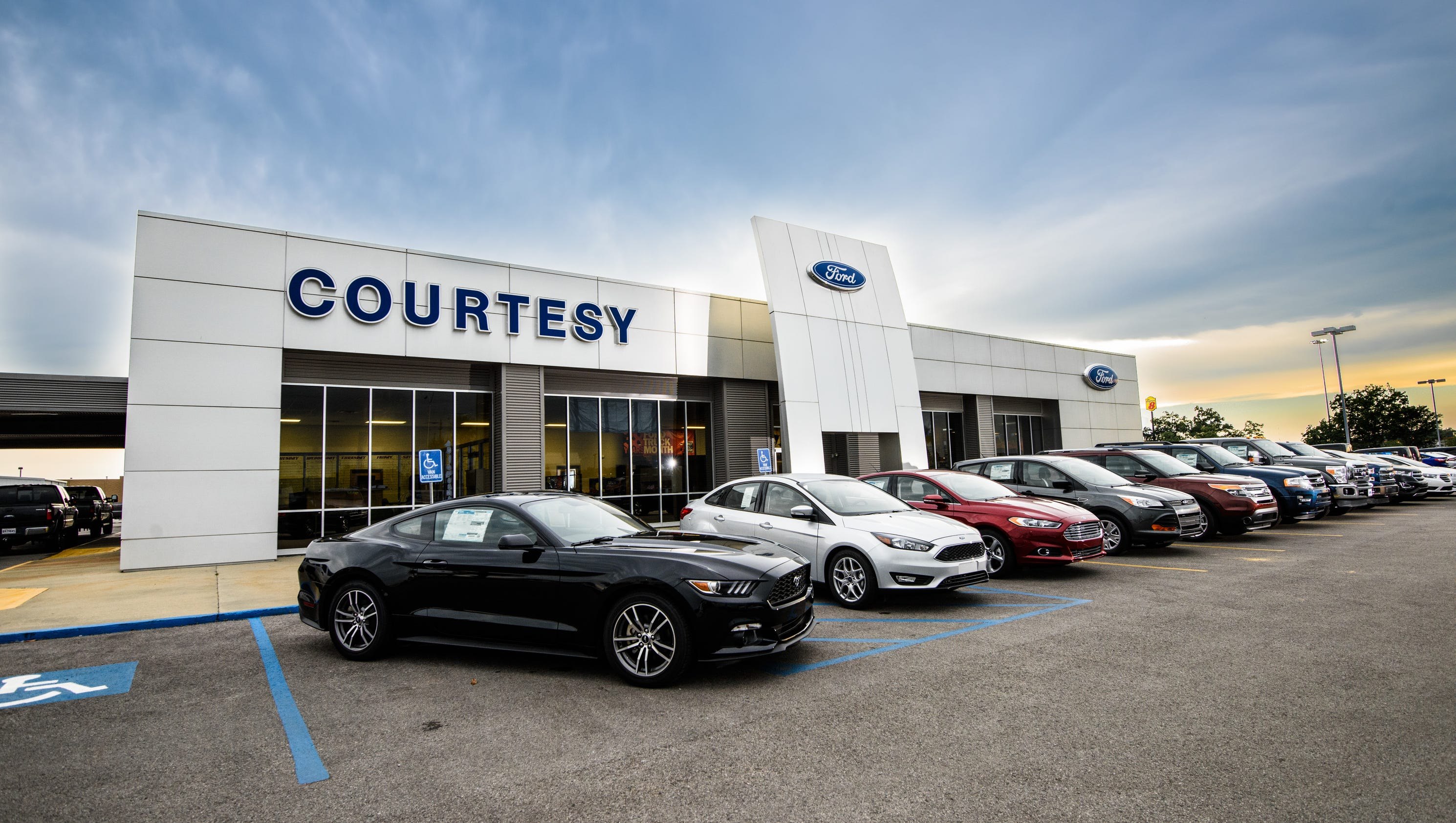 Courtesy ford receives president s award for Ford motor company awards