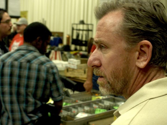 "An ATF agent (Tim Roth) is trapped in Mexico in ""600"