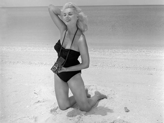 Pin-up photographer Bunny Yeager dies at 85 197c3727967