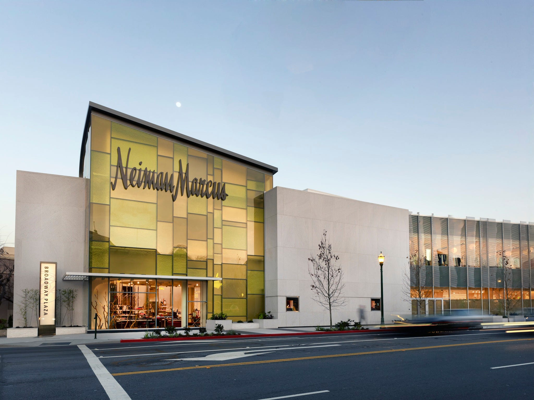 neiman marcus 1q revnues Neiman marcus announced its first quarterly comparable sales gain since 2015 thanks to a new 'digital first' strategy nevertheless, president, ceo and director karen katz said the firm's digital focus is powering neiman marcus in the right direction.