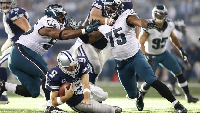 Eagles defensive end Vinny Curry (75) had 3.5 sacks last season while playing 35 percent of the defensive snaps.