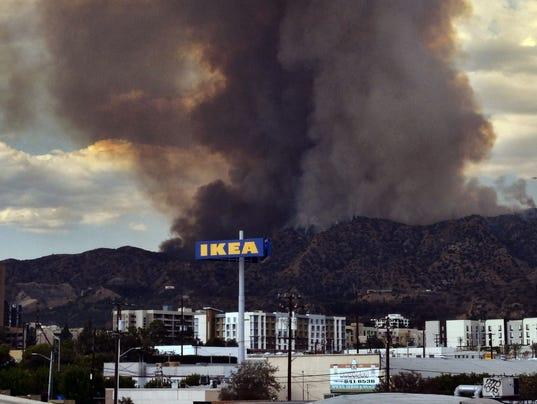 AP LA BRUSH FIRE A USA CA