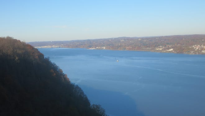 The view north along the Hudson River from Point Lookout.