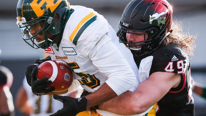 Former Montana State and Calgary Stampeders star linebacker Alex Singleton, right, was signed by the Philadelphia Eagles to a futures contract on Tuesday.