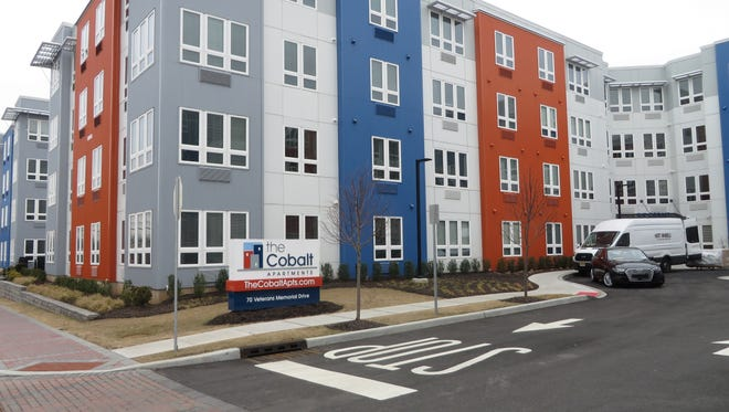 The Cobalt is a community of 117 one- and two-bedroom luxury apartments, complete with a parking deck, in downtown Somerville, near the train station.