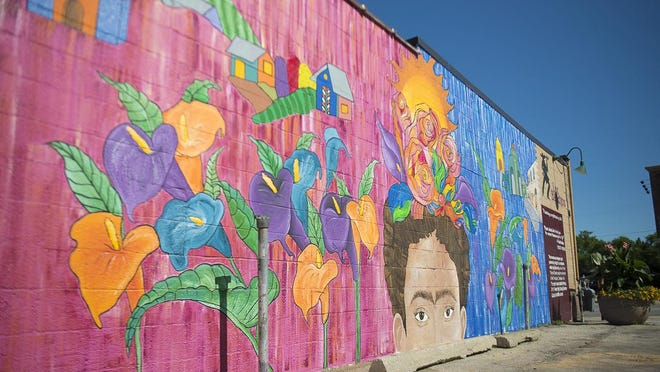 Green Bay Area School District students on Thursday unveiled a mural on the side of Los Banditos East on Main Street that is dedicated to Mexican artist Frida Kahlo.