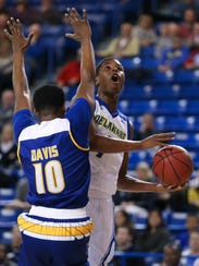 Delaware's Kevin Anderson goes to the basket against