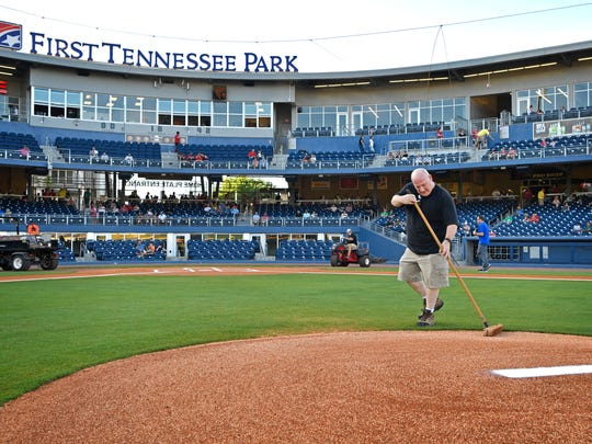 The Tennessean's Brad Schmitt sweeps the pitcher's