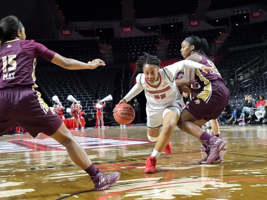 Simone Fields drives to the basket as the Cajuns take