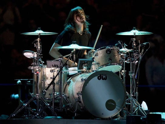 Jay Weinberg plays with Bruce Springsteen and the E