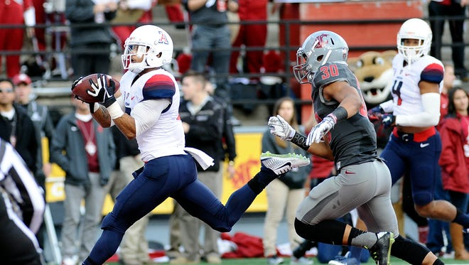 Oct. 25, 2014; Pullman, Wash.; Arizona Wildcats receiver Nate Phillips scores a touchdown against Washington State Cougars safety Taylor Taliulu during the first half at Martin Stadium.