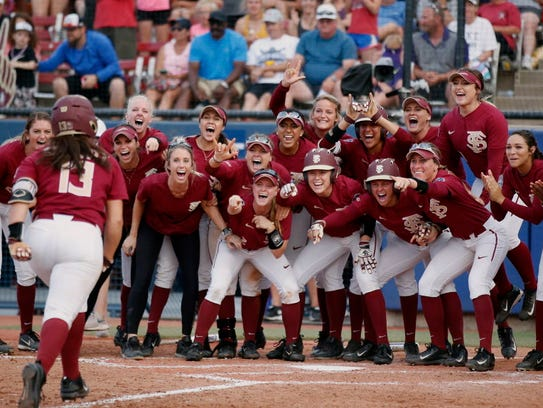 Florida State players wait for Anna Shelnutt (13) at