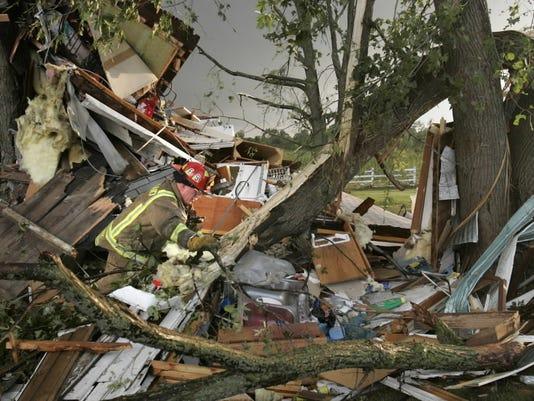 636608607731137405-stoughton-tornado2.jpg