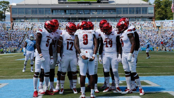 Louisville Lamar Jackson huddled his team in the endzone after a punt left the team on the one yard line. Sept. 9, 2017