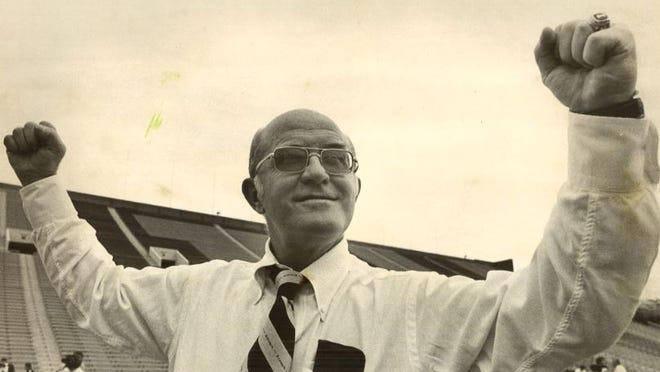 Former Iowa football coach Bob Commings
