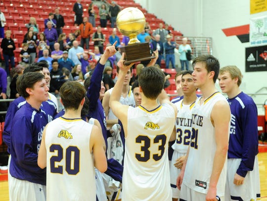 Wylie's Thomas Lynch (33) holds up the Region I-4A
