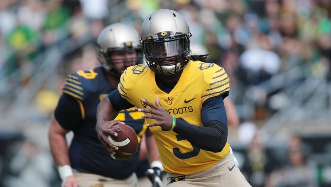 Terry Wilson runs the ball during his time with Oregon in April 2016.