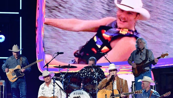 Alan Jackson, left,  and Jon Pardi perform during the