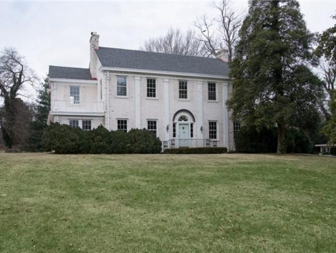 """Variety is reporting that Reese Witherspoon and husband Jim Toth have purchased this $1.95 million """"fixer upper estate"""" in Oak Hill."""