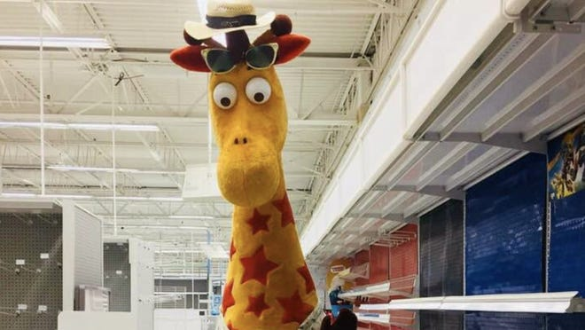 """A heartbreaking photo of Toys """"R"""" Us mascot Geoffrey the Giraffe leaving the toy store went viral on Thursday."""