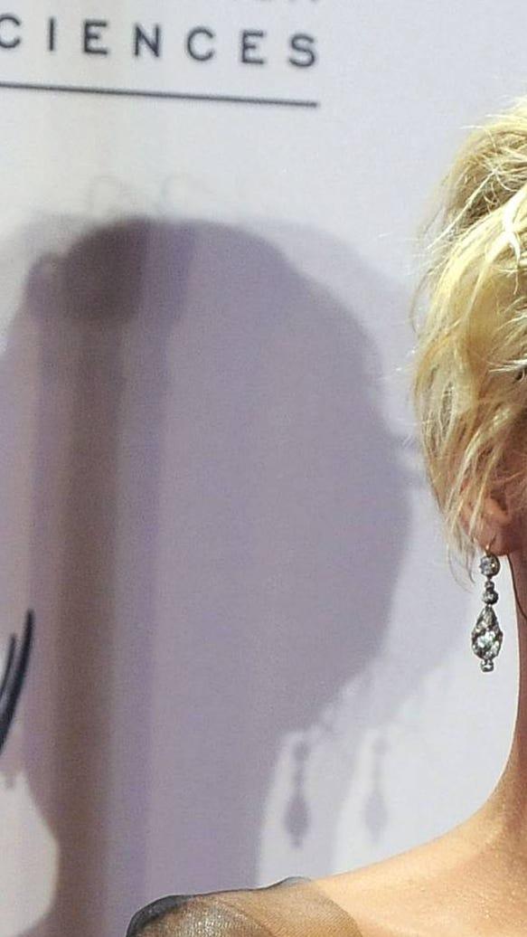 Martha Plimpton Emmy