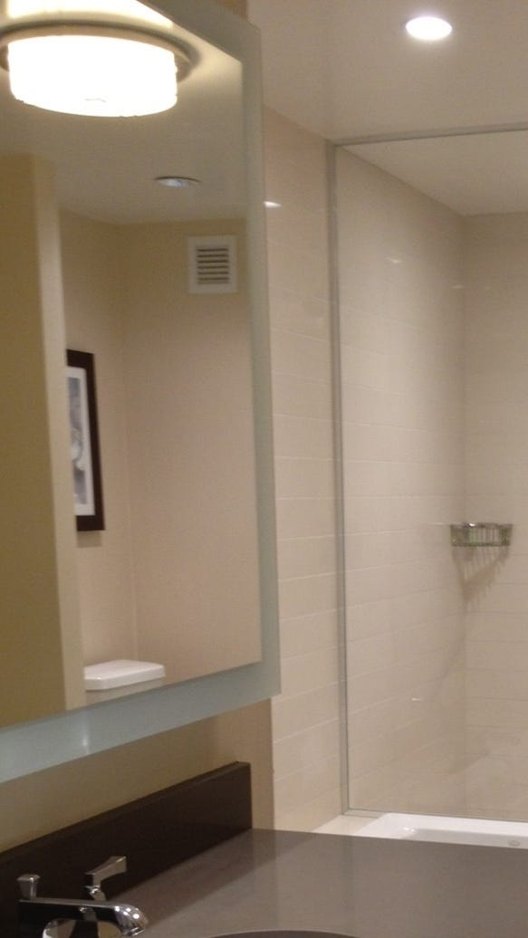 Makeover monday nyc 39 s helmsley hotel becomes a westin for Bathrooms in nyc