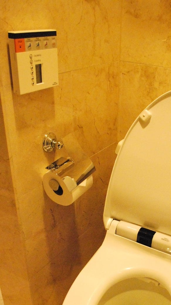 N Y Hotel Offers A Japanese Toilet In Every Room