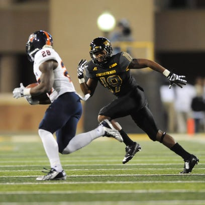 Southern Miss' Curtis Mikell tracks down a UTSA ball