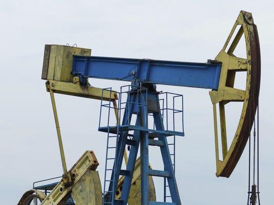 Biz Fracking & drilling 517328141.jpg
