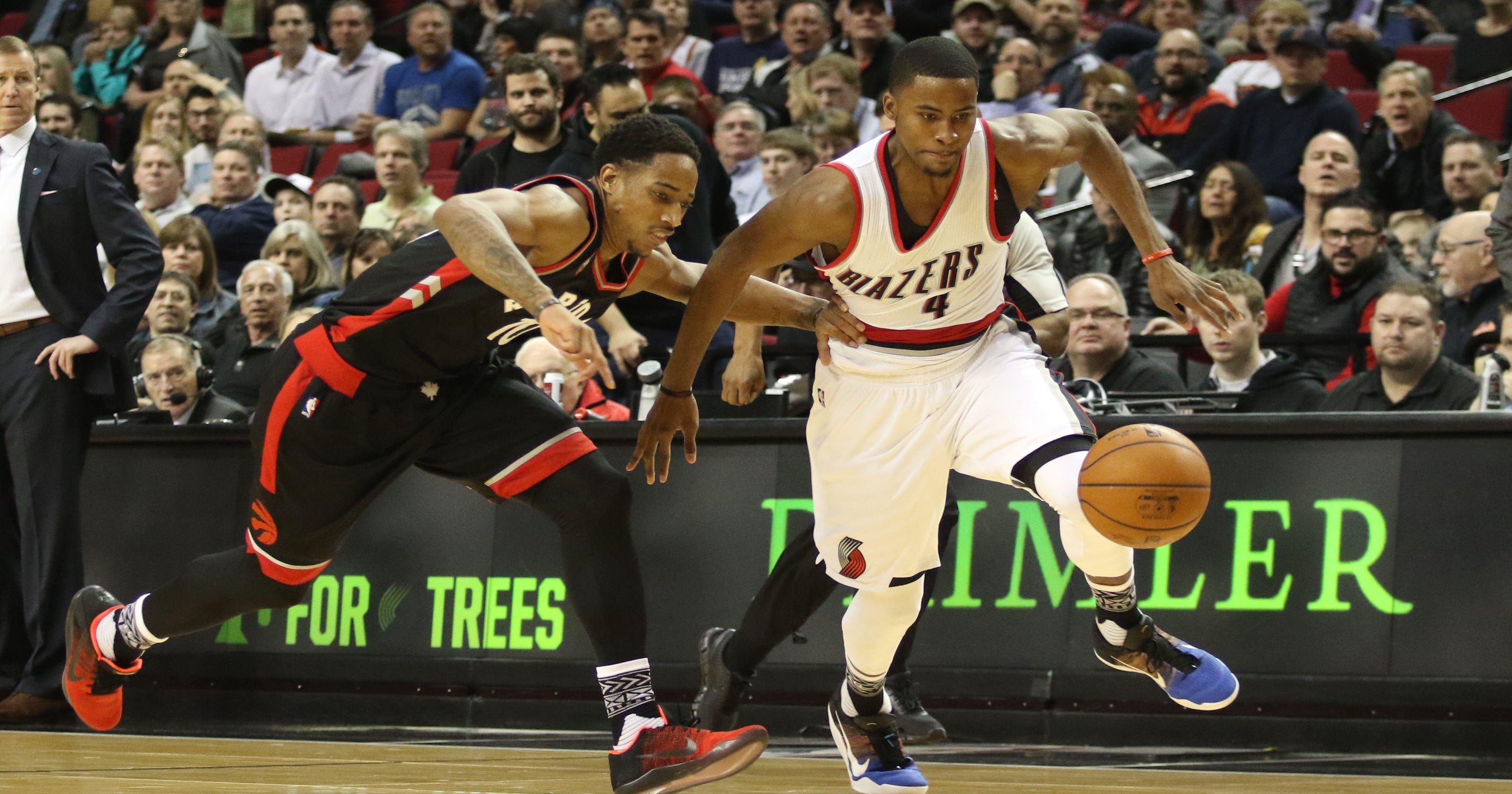 Raptors hold off Blazers for first victory at Portland since 2006 0a2c68a8a