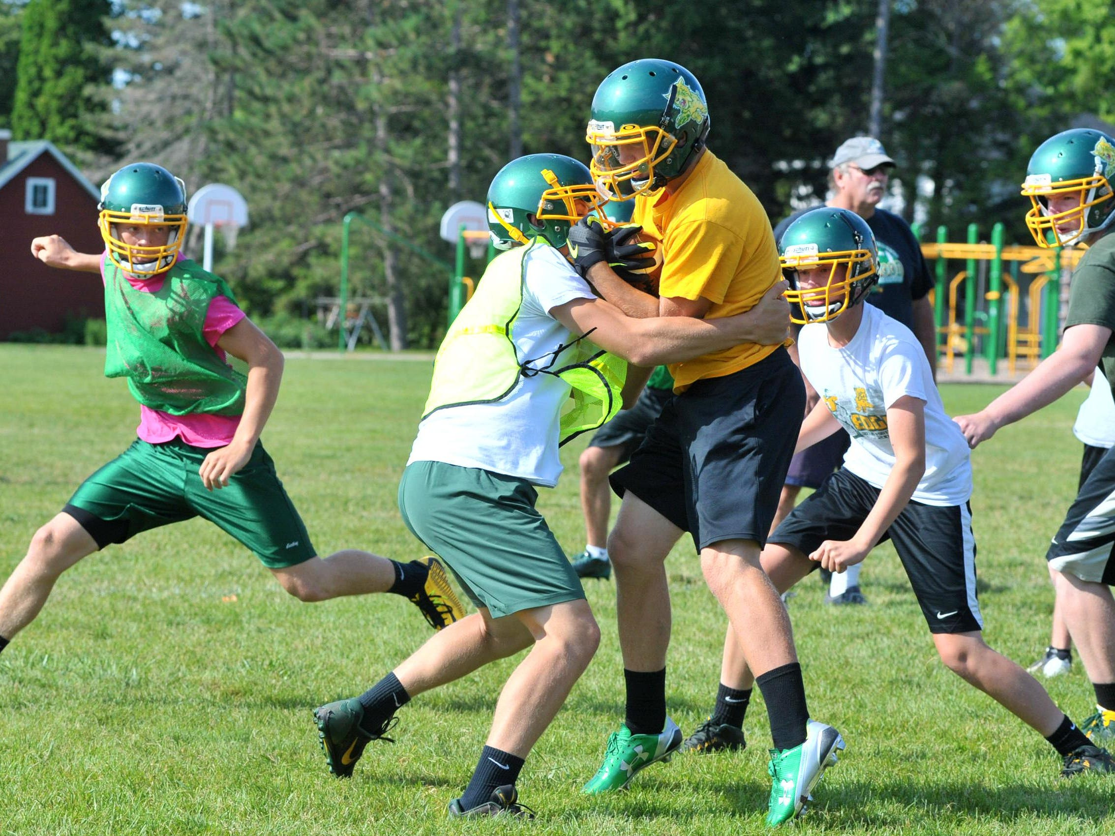 Edgar's football team works on drill during Thursday's practice at Edgar High School football field.