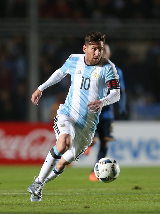 Argentina's Lionel Messi dominates the ball during a friendly soccer match against Honduras in San Juan, Argentina, Friday, May 27, 2016. (AP Photo/Nicolas Aguilera)