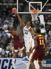 Duke Blue Devils forward Wendell Carter Jr (34) defends