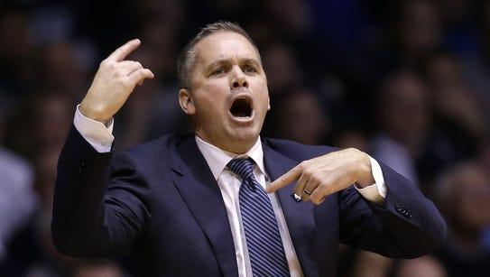 Butler Bulldogs head coach Chris Holtmann calls a play