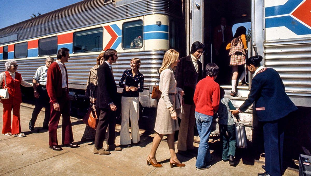 Amtrak Deluxe Dining Car Postcard