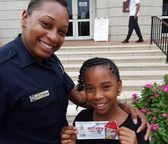 Anna says police officers are good people because they help others.